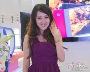 2011通信展展览会场上其他展台的美女们【今日咨询】