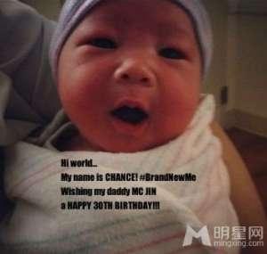 [爆料]港媒爆歌手欧阳靖儿子美国出生 取名Chance